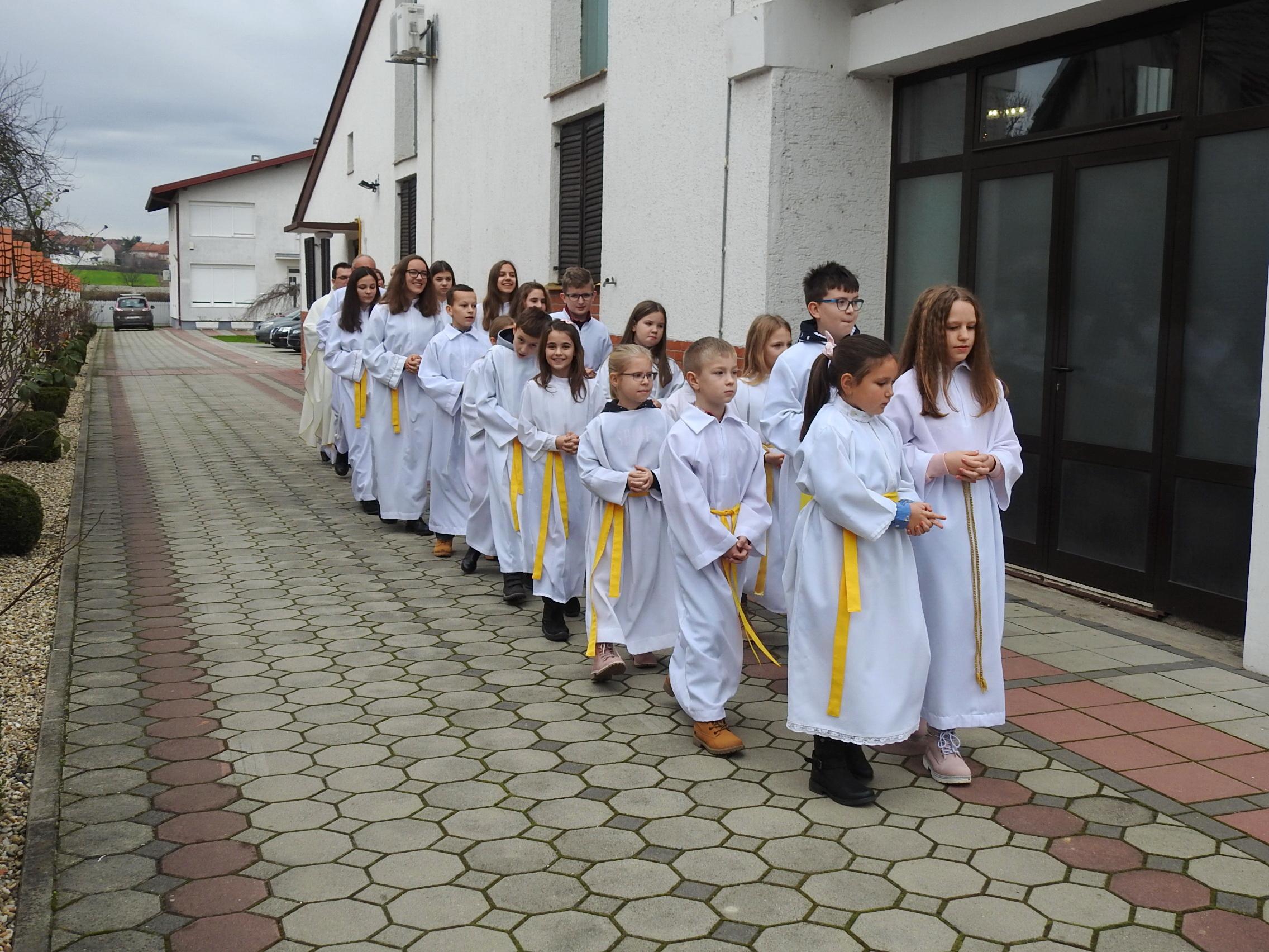 Ministranti u Markovcu Našičkom - Božić 2019 (slika 1) - 25.12.2019.
